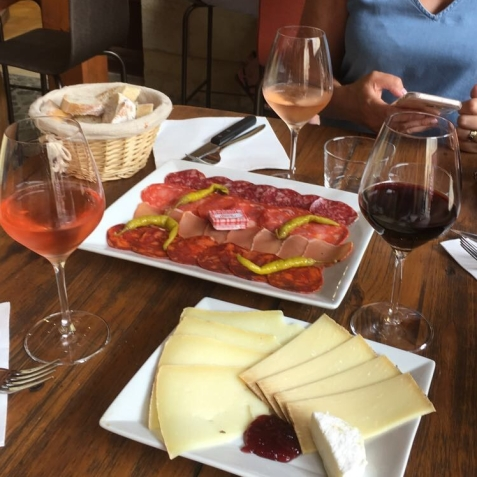 The wine, cheese and bread at Ô Trois Fontaines